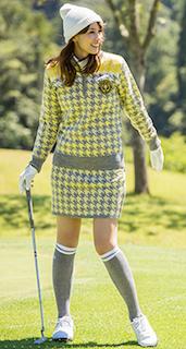 黄色のワンピースのゴルフウェア