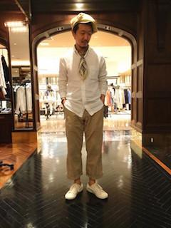 白のリネンシャツのメンズの夏コーデ 10