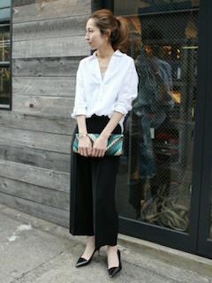 白のリネンシャツのレディース夏コーデ 3