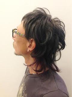 秋に流行のメンズのデザインカラーロングの髪型