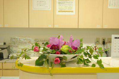 カトレア バラ グレープバイン 受付の花