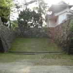 右手に火打櫓が左手に馬出門が建てられていた。