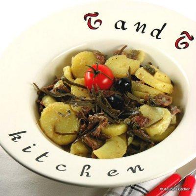 Salata od krumpira sa slanim ribicama i matarom