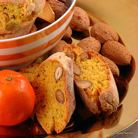 Cantuccini s kremom od ušećerenih korica mandarina i prženim bademima