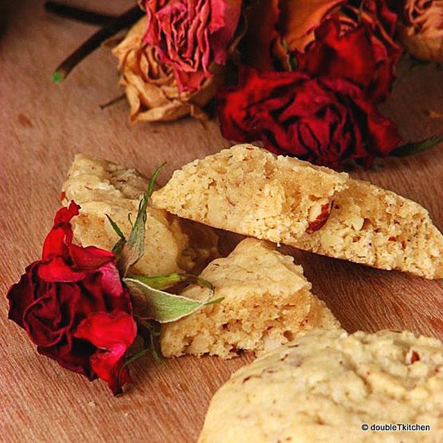 Badem keksi s okusom ruže