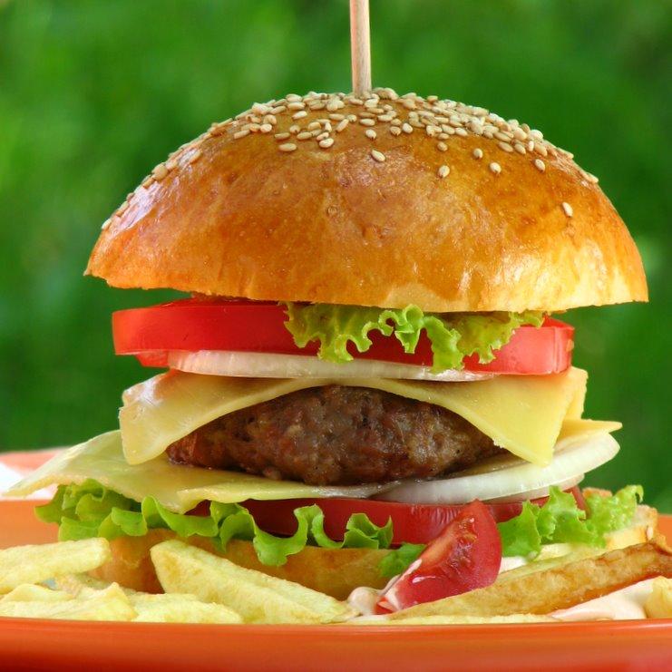 Domaći cheeseburger