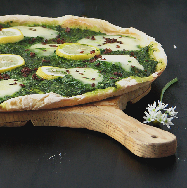 no knead pizza with wild garlic and lemon