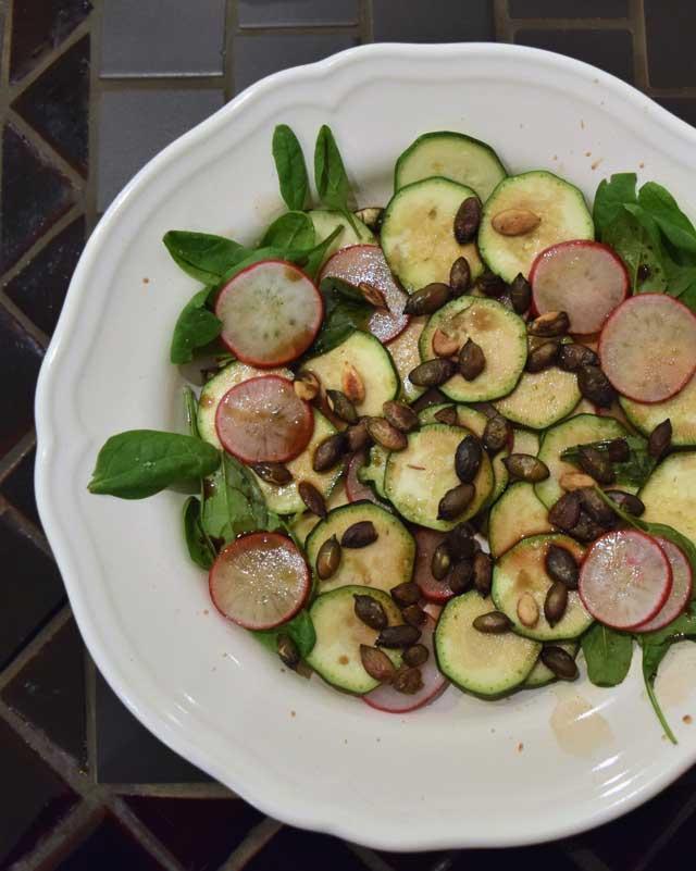 plavi lonaca - hrskava salata sa sjemenkama buće