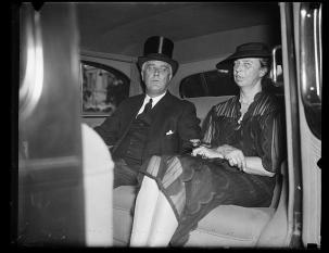 roosevelts in a car