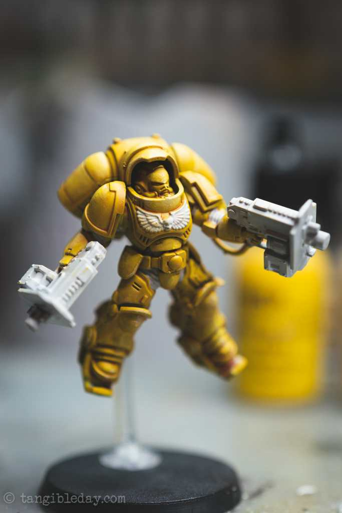 How to Paint Yellow Space Marines (Easy and Fast) - how to paint yellow models and miniatures - prepare surface for more contrast black templar paint