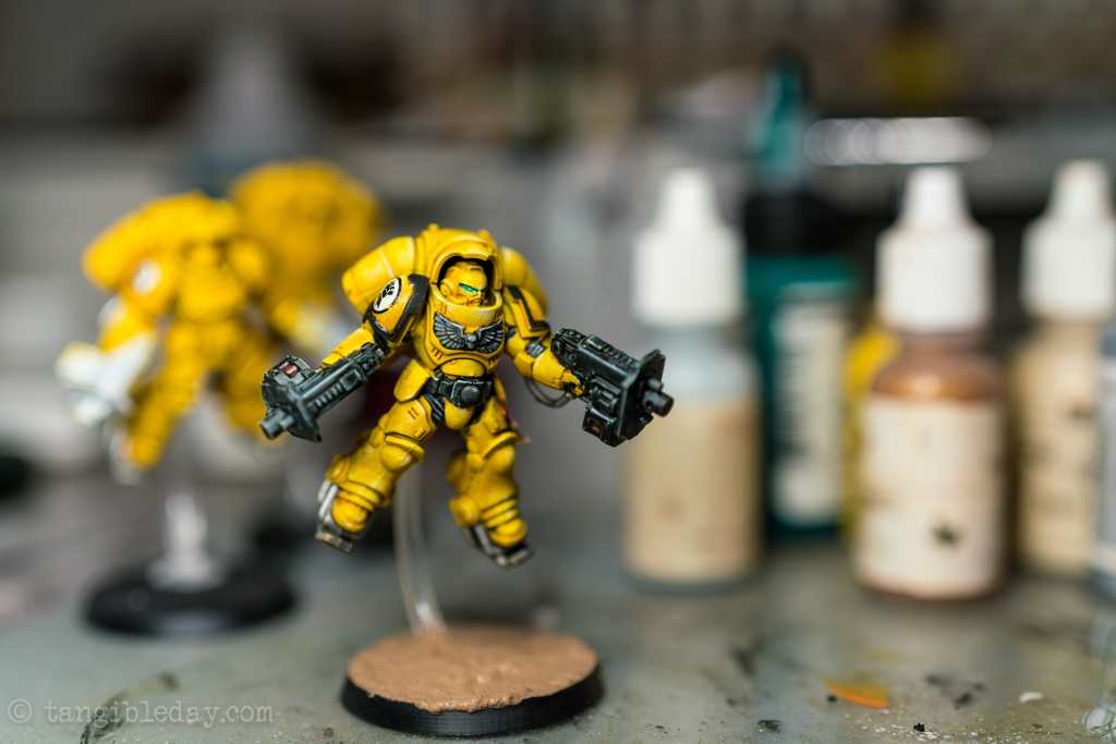 How to Paint Yellow Space Marines (Easy and Fast) - how to paint yellow models and miniatures - Imperial fist nearly complete with matte varnish