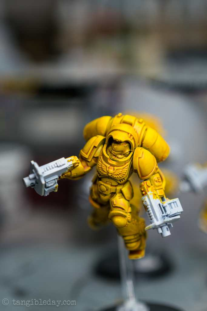 How to Paint Yellow Space Marines (Easy and Fast) - how to paint yellow models and miniatures - dry brushing adds contrast to the model