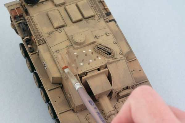 Best oil paints for miniatures and models - how to use oil paints for painting minis - miniature painting oils - painting miniatures with oil - best oil paint for miniature painting  - oil paint for dot filter technique on vehicles and tanks armor