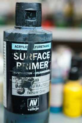 Vallejo surface primer review - Is Vallejo primer good? – Review of Vallejo Surface Primer – apply Vallejo primer with brush or airbrush – how to apply Vallejo surface primer – why use Vallejo surface primer – Vallejo surface primer for painting miniatures and models – Vallejo primer for priming miniatures review - panzer grey primer
