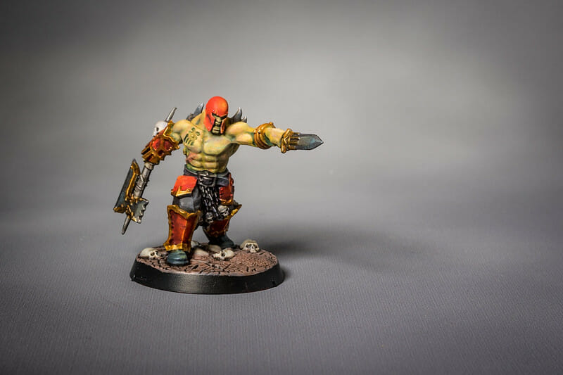 How to layer and glaze miniatures. Layering and glazing paint on miniatures and models for blending color. How to layer and glaze to blend miniature paint. Blending tutorial for painting miniatures. How to make glazes for blending acrylic paint. Use glazes to paint warhammer and age of sigmar models