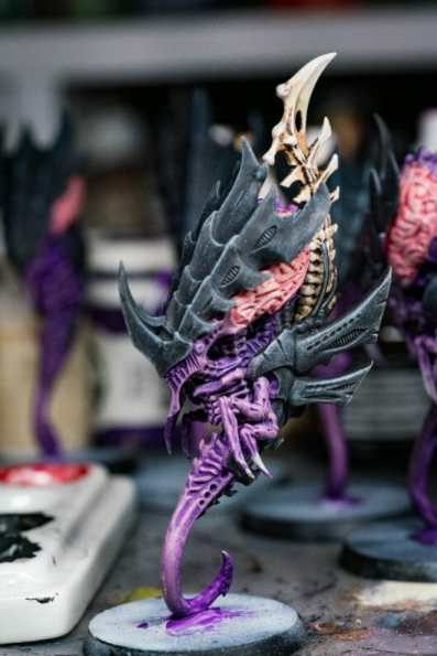 Tyranid color paint schemes – how to paint tyranids – tyranid paint schemes – tyranid army scheme – tyranid color scheme – How to choose Tyranid army color scheme – Tyranid Warhammer 40k colors – Hive fleet color schemes – Hive fleet paint scheme – purple theme