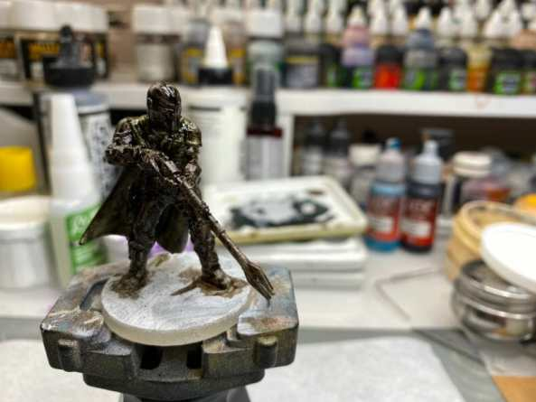 """Oil Painting the Star Wars """"Mandalorian"""" Alla Prima - how to paint a 3D printed resin model with oil paint - speed painting miniatures with oils - a dark preglazed miniature"""