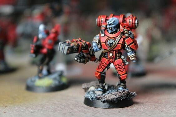 Tau sept color schemes, caste color schemes for Tau, T'au paint color scheme ideas – Grimdark Tau style, Blachitsu Tau painting, how to paint Tau miniatures, Games Workshop Tau paint schemes – How to paint grimdark Tau – painting Blanchitsu Tau - dark lined panels