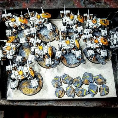 Tau sept color schemes, caste color schemes for Tau, T'au paint color scheme ideas – Grimdark Tau style, Blachitsu Tau painting, how to paint Tau miniatures, Games Workshop Tau paint schemes – How to paint grimdark Tau – painting Blanchitsu Tau - white tau army overhead