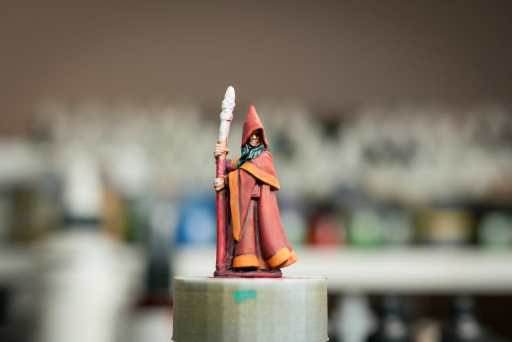 How to paint RPG miniatures for tabletop games in 10 easy steps - painting dnd models - rpg miniature painting - how to paint miniatures for dnd and roleplaying games RPGs - painting dungeon and dragon models - painting dnd minis - recommended varnishes for gaming miniatures - how to paint model faces