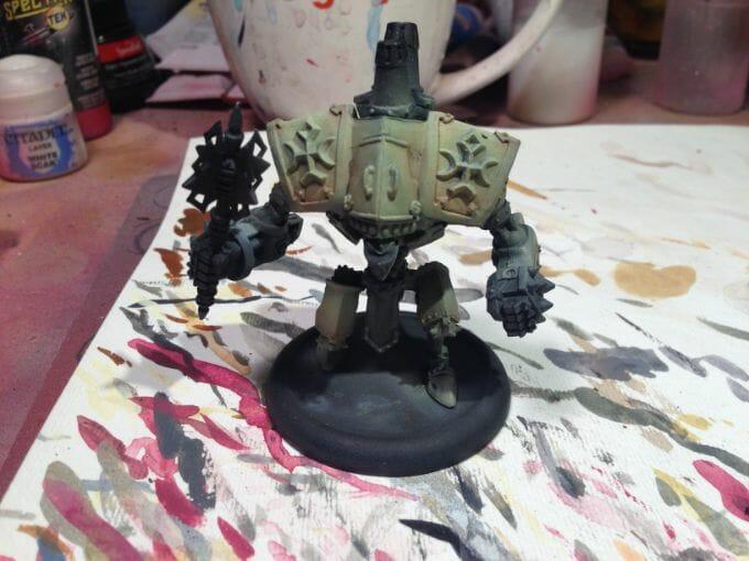 Menoth Crusader Warjack: Quick n' Dirty Paint Job - how to paint a menoth warjack - painting the crusader menoth miniature - warmachine painting - painting warmachine models for menoth - blending shadows - step 1