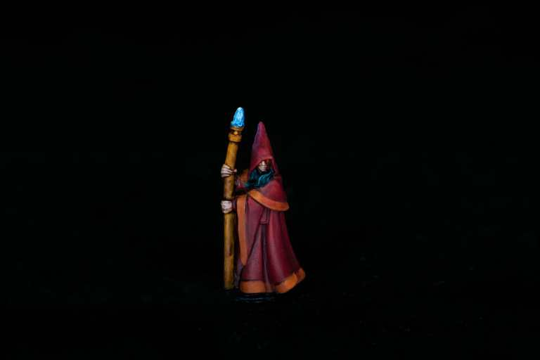 How to paint RPG miniatures for tabletop games in 10 easy steps - painting dnd models - rpg miniature painting - how to paint miniatures for dnd and roleplaying games RPGs - painting dungeon and dragon models - painting dnd minis - recommended varnishes for gaming miniatures - studio shot of the finished paintjob