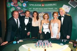 TANGO_online_ahoi_0215__promi-poker-runde rolf fuhrmann, florian kringe, janne müller-wieland, rhea harder, ina menzer, uli pingel (vlnr)