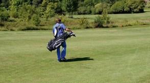 Sport Kicken und Golf – Lucky Wegner nutzt jede freie Minute auf dem grünen Rasen – für ihn Entspannung pur!