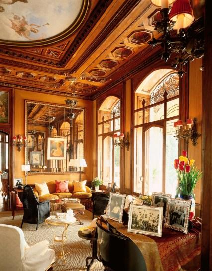 SALONE | Auch der Salon atmet Geschichte und Tradition – gepflegte Drinks, Tee und Gebäck inklusive ...