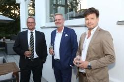 Martin Deymann (Mitte) und Gäste   Sponsoren Dinner Blauer Ball, Heine-Villa an der Elbchaussee Hamburg 13.9.2021