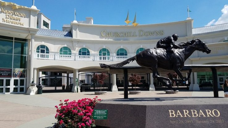 1-Churchill Downs Entrance
