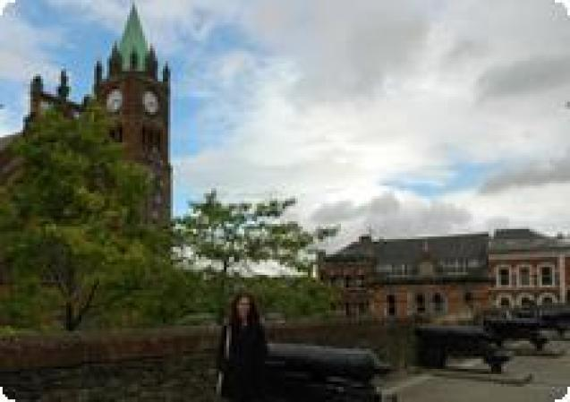 Strolling the historic walls of Derry