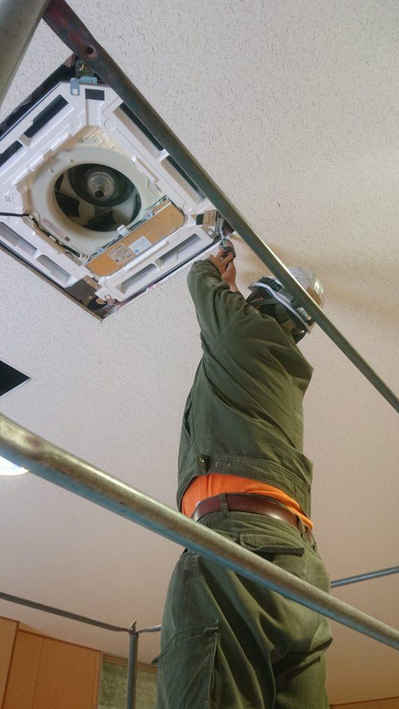 業務用エアコン室内機取付工事