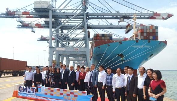 Tàu container lớn nhất thế giới cập cảng Cái Mép (CMIT)
