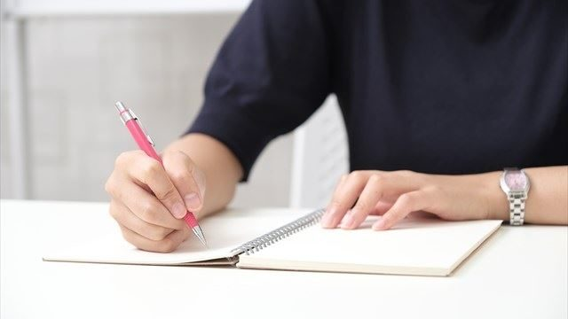 ノートを書く人