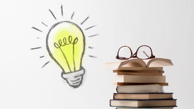本と豆電球