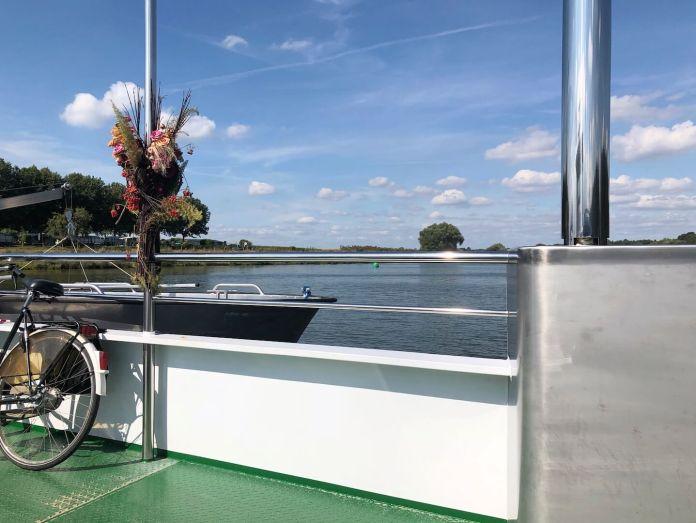 Center Parcs Limburgse Peel met de veerboot