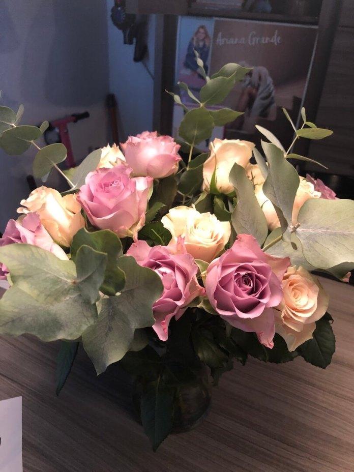 Voor mijn werk op pad prachtige rozen van de markt