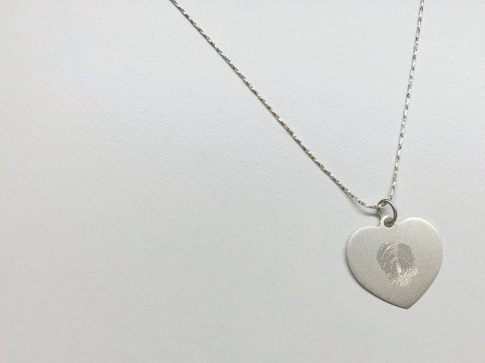 bijzonder sieraad met vingerafdruk zilveren gegraveerd hart