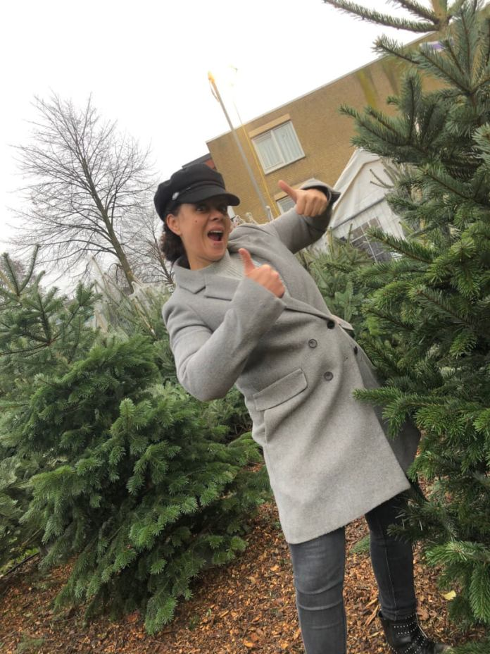 blij dat het voorbij is en kerstboom kopen