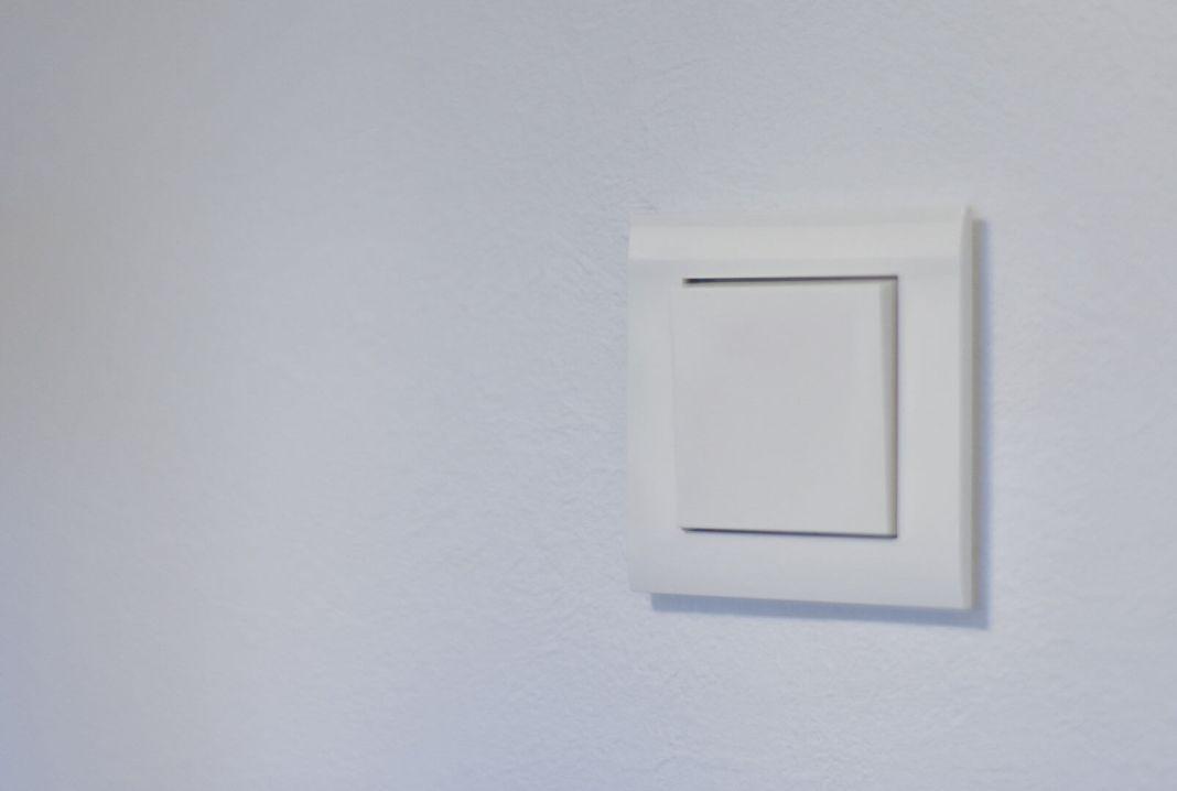 nieuwe witte lichtschakelaar