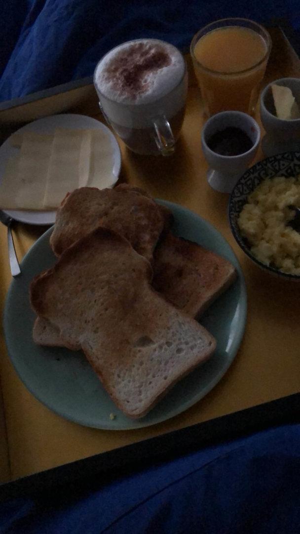 ontbijt op bed omdat ik jarig ben