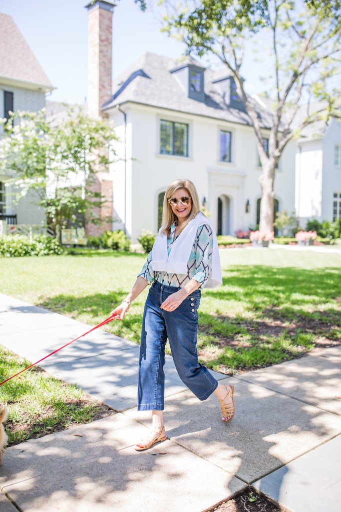 walking the dogs, Dallas, casual sailor jeans, neutral sandal, TanyaFoster.com