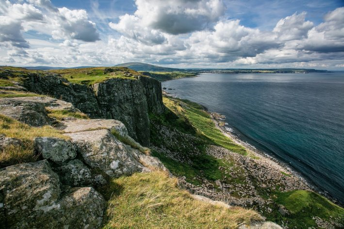 Game of Thrones Tour with Giant Tours | 8 Reasons to travel to Ireland now! by popular Dallas travel blogger, Tanya Foster: image of Irish landscape from Game of Thrones tour.