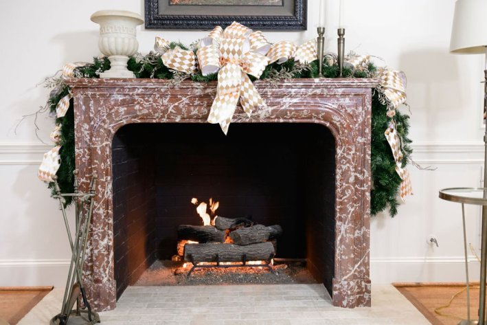 Hello Holidays family room mantle