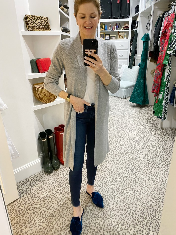 gray long cardigan sweater with skinny jeans