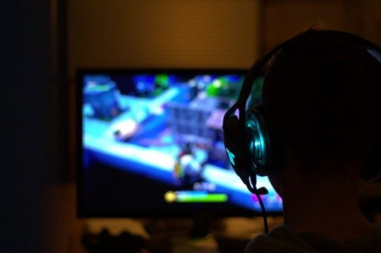 The darkside of gaming. A child playing Fortnite. Image by 11333328 from Pixabay