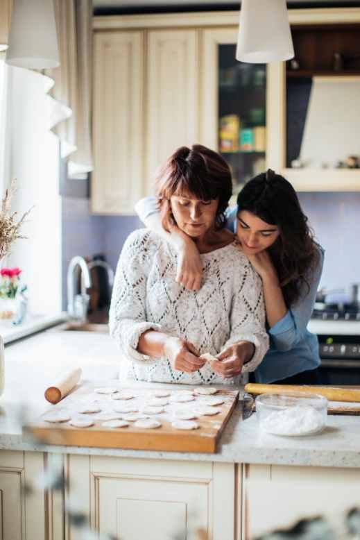 women making pelmeni