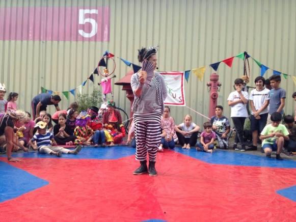 Als Moderatorin der Playground-Kinderzirkus-Abschluss-Show am Alten Flugplatz Bonames