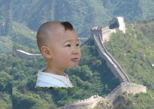 Mon image petit montage avec un enfant rencontré à pékin et la grande muraille